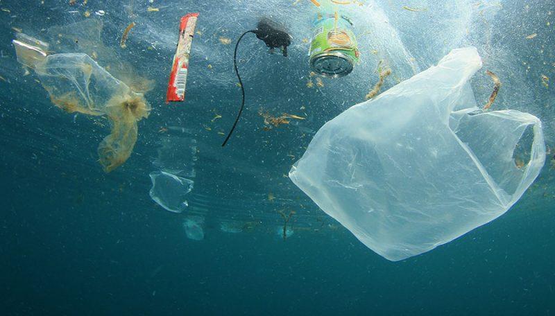 Finalmente vietati oggetti in plastica