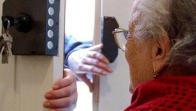 Photo of Il ladro soccorre l'anziana dopo essere entrato  in casa per derubarla