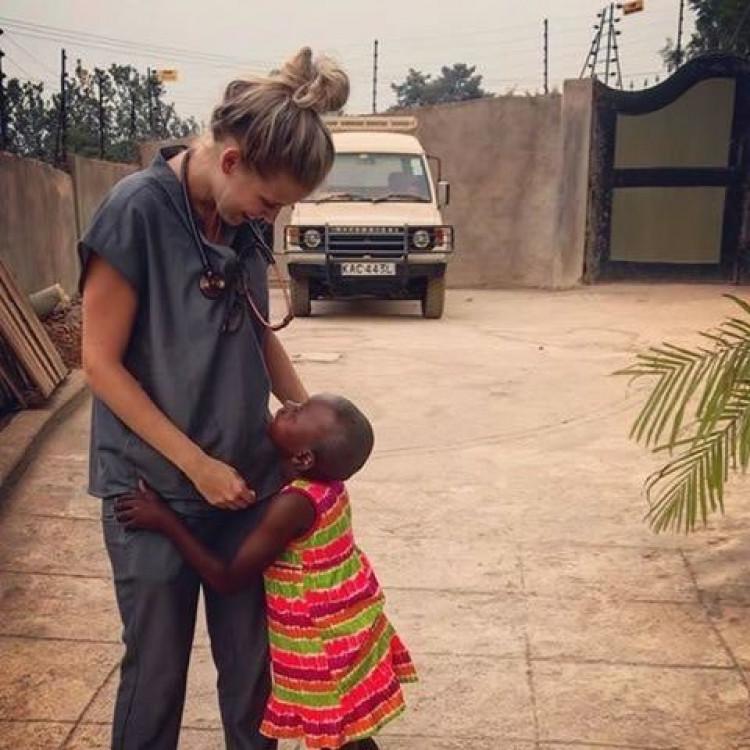 Apre un ospedale per gli orfani in Kenia
