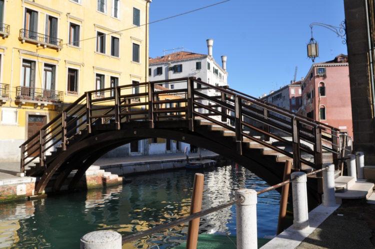 Coronavirus. Le acque di Venezia tornano limpide