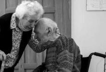 Photo of Guido e Maria, divisi dal Coronavirus, si riabbracciano dopo 101 giorni