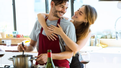 Photo of Gli uomini che sanno cucinare fanno innamorare le donne e le rendono più felici