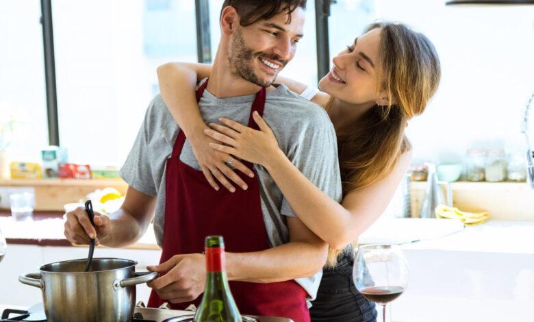 Gli uomini che sanno cucinare rendono le donne più felici