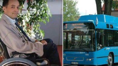 Photo of I passeggeri non lasciano spazio all'uomo sulla sedia a rotelle, l'autista li fa scendere tutti dall'autobus