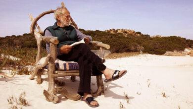 Photo of La storia del custode dell'isola di Budelli che da oltre 30 anni vive in solitudine in un angolo incontaminato dell'arcipelago della Maddalena