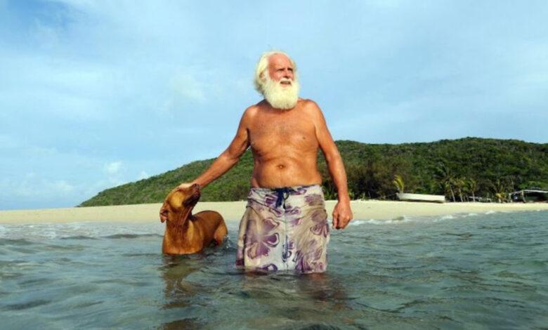 Ex milionario vive su un'isola deserta