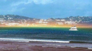 Photo of Avvistato un rarissimo arcobaleno sul mare. Le foto dello straordinario fenomeno diventano subito virali
