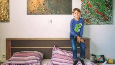 """Photo of Un padre orgoglioso dichiara: """"Mio figlio ha l'autismo e si esprime attraverso la pittura. Queste sono le sue opere d'arte"""""""