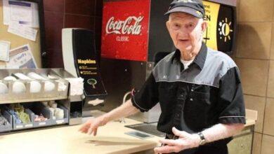 Photo of Compie 92 anni e rifiuta di lasciare il suo posto di lavoro come dipendente al McDonald's