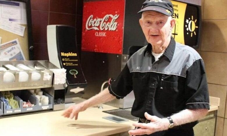 Compie 92 anni e rifiuta di lasciare il suo posto di lavoro