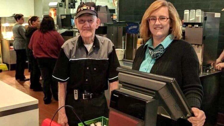Compie 92 anni e rifiuta di lasciare posto di lavoro
