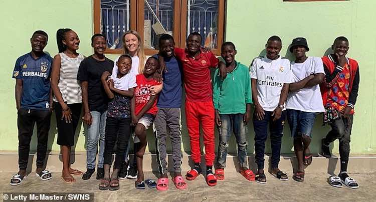 Giovane donna di 26 anni adotta 14 bambini 2