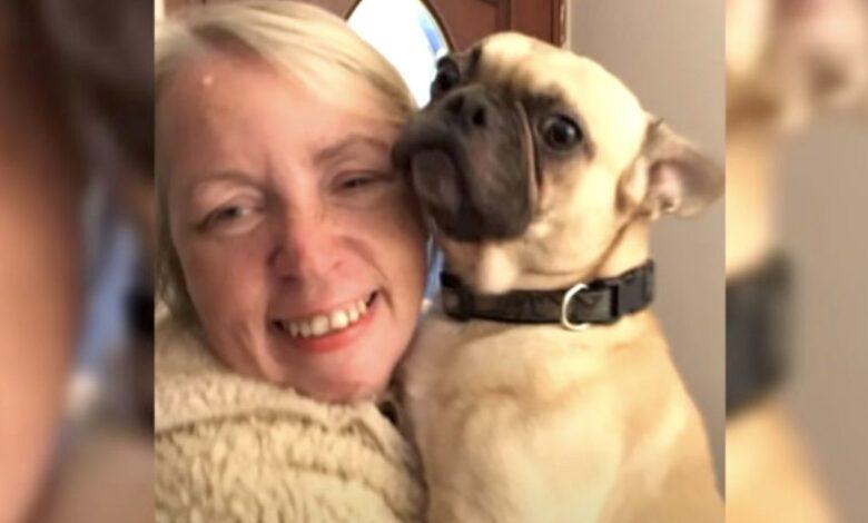 Una donna rivela di amare il suo cane