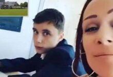 Photo of La madre di un 12enne si siede accanto a lui in classe per impedirgli di essere maleducato con gli insegnanti: il web elogia l'iniziativa