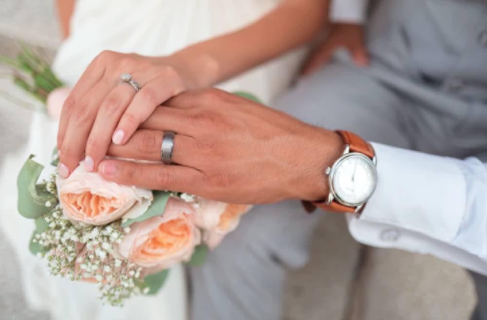 matrigna vieta alla figlia del fidanzato di partecipare matrimonio