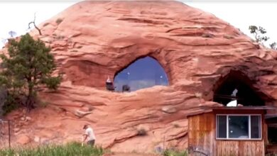 Photo of Costruisce la casa dei sogni impiegando quasi 30 anni e 530 m2: l'abitazione ricavata all'interno di una grotta nel deserto può essere affittata da tutti