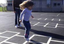 Photo of I bambini giocano a campana per strada, i vicini si lamentano e chiamano la polizia