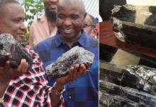 Photo of Un umile minatore trova due gemme rare e diventa milionario: con tutti i suoi soldi apre una scuola per aiutare le famiglie bisognose in Tanzania